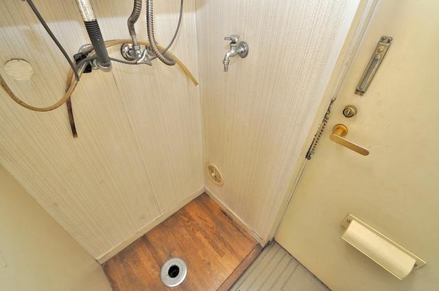 エステートピアイシイ 室内に洗濯機置き場があれば雨の日でも安心ですね。