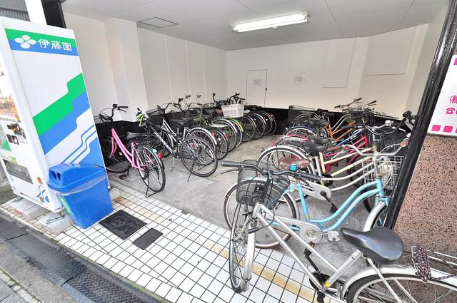 エルシティ新今里 屋根付き駐車場は大切な愛車を雨風から守ってくれます。