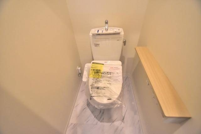 PHOENIX Clove Tomoi 白くてピカピカのトイレですね。癒しの空間になりそう。