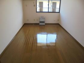 https://image.rentersnet.jp/fd3bab78-152a-459c-9695-e99bb83295f6_property_picture_3186_large.jpg_cap_居室