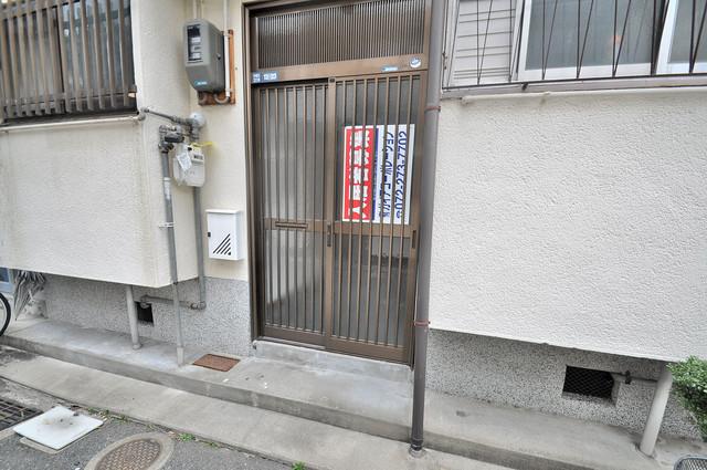 小若江2丁目 貸家 玄関の前はいつもきれいです