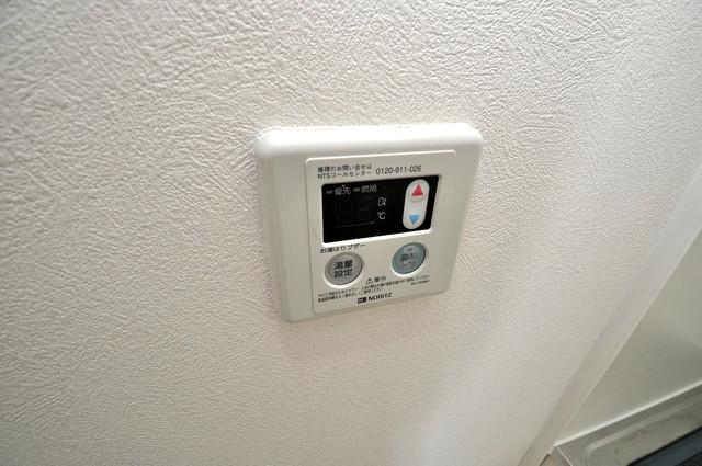 シャトル新深江 給湯リモコン付。温度調整は指1本、いつでもお好みの温度です。