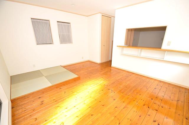 大蓮東1-22-30 貸家 ゆとりのある広さが魅力のリビング。開放的な気分になります。