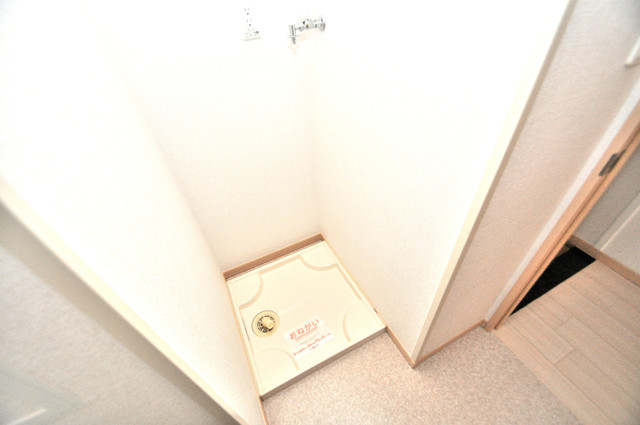 巽北ロイヤルマンション 室内に洗濯機置き場があれば雨の日でも安心ですね。