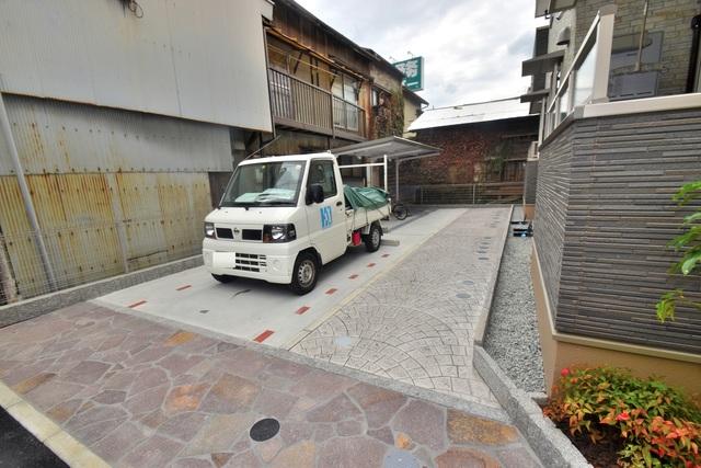 カレント ヴィラ 希 敷地内にある駐車場。愛車が目の届く所に置けると安心ですよね。