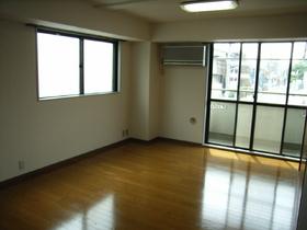 Kフラット 203号室