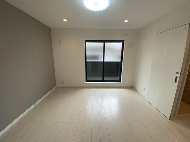 ステディ八戸の里 朝には心地よい光が差し込む、このお部屋でお休みください。