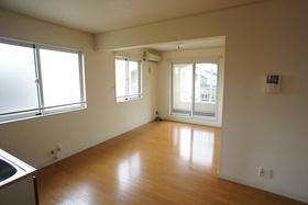 https://image.rentersnet.jp/fe81d173-060a-4dd1-a38c-de0616092f11_property_picture_1993_large.jpg_cap_居室
