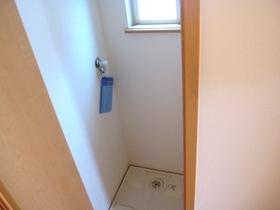 洗濯機置き場には扉がついてます♪