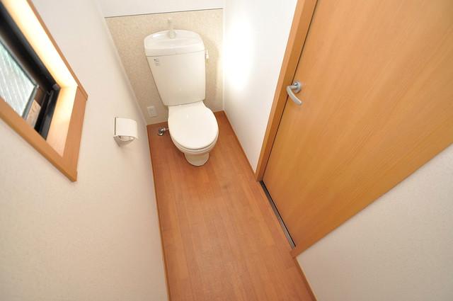 メゾンドゥエスポワール 白くてピカピカのトイレですね。癒しの空間になりそう。