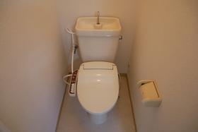 https://image.rentersnet.jp/feebfbaa-ef89-4ce5-980a-1a0a97d74d9b_property_picture_2419_large.jpg_cap_トイレ