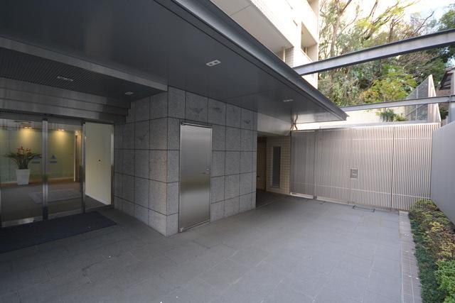 赤坂駅 徒歩5分エントランス