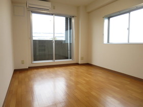 https://image.rentersnet.jp/ffb21d93-6dda-4ef8-86fd-0c38d45c03c1_property_picture_958_large.jpg_cap_居室
