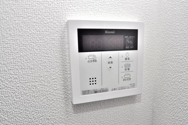 クリエオーレ南上小阪 給湯リモコン付。温度調整は指1本、いつでもお好みの温度です。